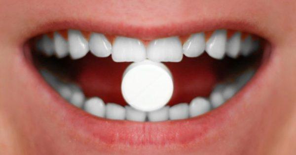 Πώς η ασπιρίνη μπορεί να κλείσει τις τρύπες στα δόντια!!!