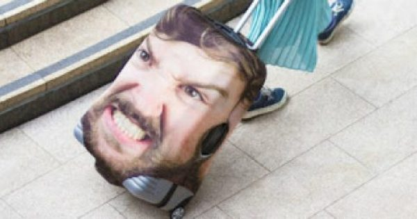 Ο μόνος τρόπος για να μη χάσεις τη βαλίτσα σου στο αεροδρόμιο!