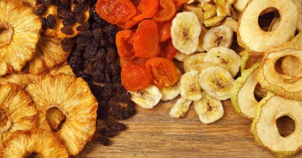 Φρέσκα vs αποξηραμένα φρούτα: Ποιες οι διαφορές στη διατροφική τους αξία