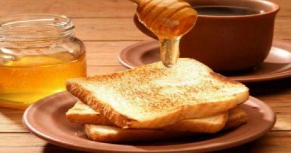 Αυτός είναι ο λόγος που πρέπει πάντα να αλείφετε μέλι και κανέλα στο ψωμί στο πρωινό σας!