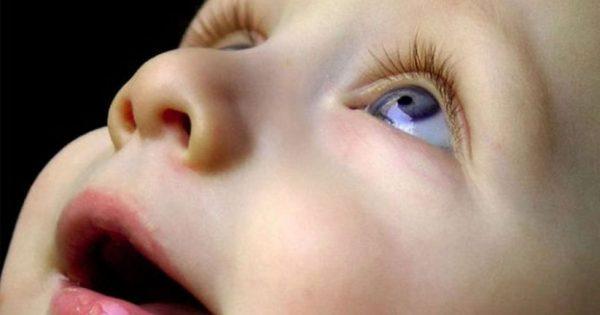 Το μωρό μου κοιτάζει το ταβάνι – Είναι σημάδι αυτισμού ή κάτι άλλο;