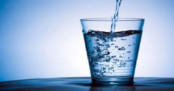 ΜΙΑ ΣΥΝΗΘΕΙΑ ΠΟΥ ΞΕΧΑΣΑΜΕ- Το απλό αυτό μυστικό για το νερό, με πολλά οφέλη