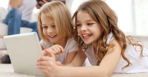 Έξυπνες συσκευές και σακίδια «απειλούν» τον παιδικό σκελετό