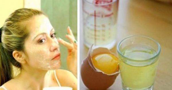 Αυτή η Μάσκα Προσώπου Σφίγγει το Δέρμα Καλύτερα από το Botox & Σας Κάνει Κατά Πολύ Νεώτερη