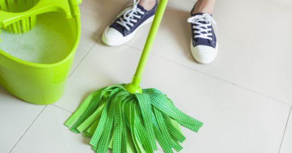 Tips για να Καθαρίσετε τα Πατώματα από Πλακάκι, Ξύλο και Βινύλιο