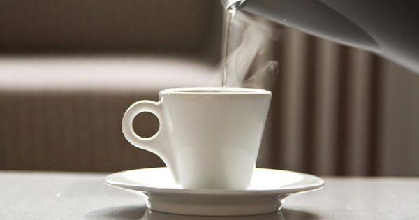 Πίνετε ζεστό νερό; 7 εκπληκτικοί λόγοι για να αρχίσετε να το κάνετε