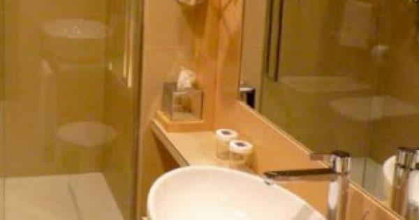 Ξενοδοχεία: Γιατί δεν πρέπει να πίνετε νερό από τα ποτήρια του μπάνιου