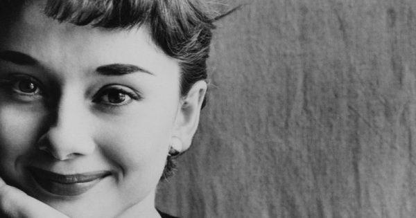 Audrey Hepburn: Πιστεύω στα φιλιά, στα πολλά φιλιά.