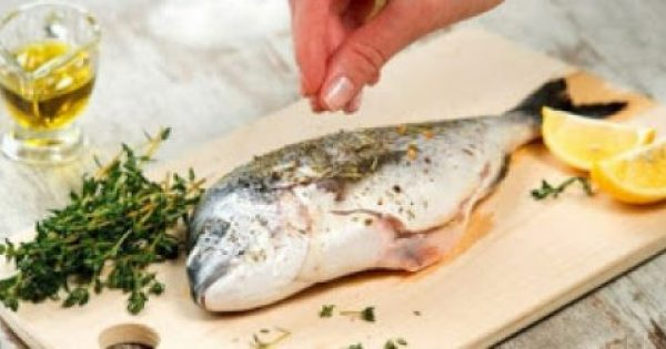 Πώς να εξαφανίσετε την έντονη μυρωδιά ψαριού από το σπίτι σας