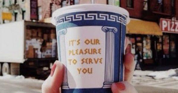 Η ελληνική έμπνευση πίσω από τη μόδα «καφές στο χέρι» που ξεκίνησε από τη Νέα Υόρκη το '60!