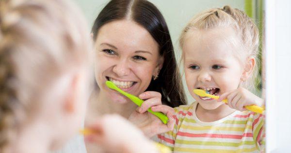 Παιδί και τερηδόνα: Οι τροφές που βλάπτουν περισσότερο