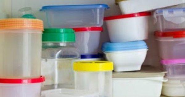 Πώς να εξαφανίσετε τους λεκέδες από τα πλαστικά τάπερ