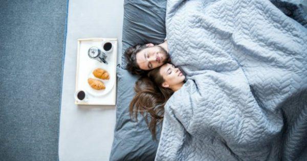 Xάστε Βάρος Κάνοντας Αυτό το 1 Πράγμα πριν Πάτε για Ύπνο!