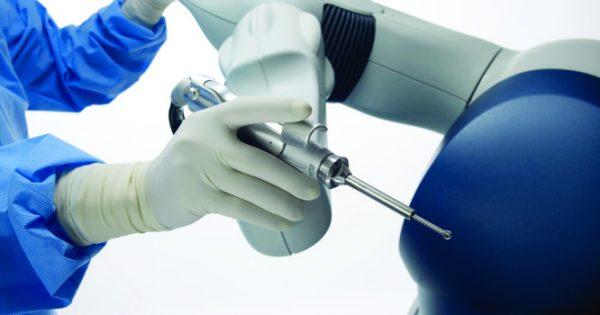 Ολική αρθροπλαστική γόνατος με νέο ρομποτικό σύστημα