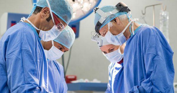 Επέμβαση βουβωνοκήλης: Η εμπειρία του χειρουργού «κλειδί» στην αποφυγή του χρόνιου πόνου