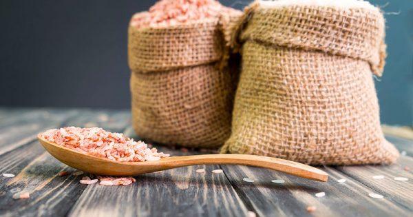 Λευκό vs καστανό ρύζι: Ποιες οι διαφορές στη διατροφική τους αξία