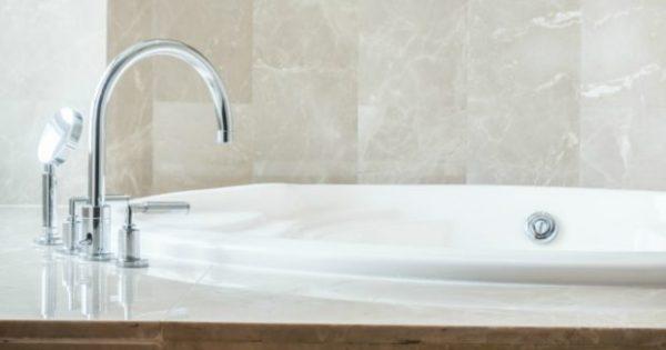 Αυτό Είναι το Μεγαλύτερο Λάθος που Κάνετε Όταν Καθαρίζετε την Μπανιέρα (VIDEO)