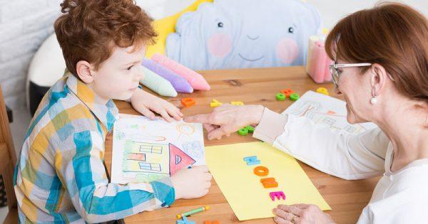 Αυτισμός: Ποια είναι τα συμπτώματα ανά ηλικία – Προσυμπτωματικά Ερωτηματολόγια Συμπεριφοράς