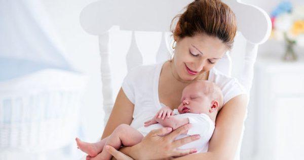 Μωρό ενός μηνός: Ποια σημάδια «μαρτυρούν» αναπτυξιακή καθυστέρηση
