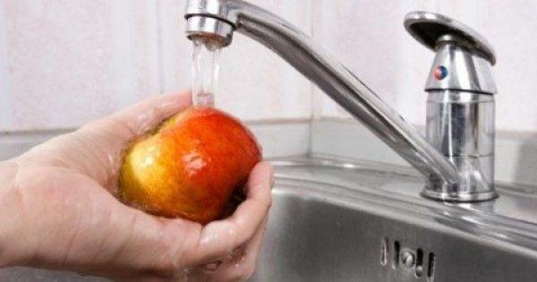 Αυτός είναι ο καλύτερος τρόπος για να πλένετε τα μήλα