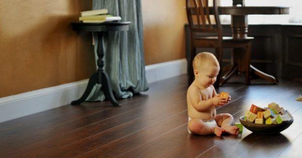 Πώς να Καθαρίσετε Ξύλινα Πατώματα με Υλικά που Έχετε Σπίτι σας