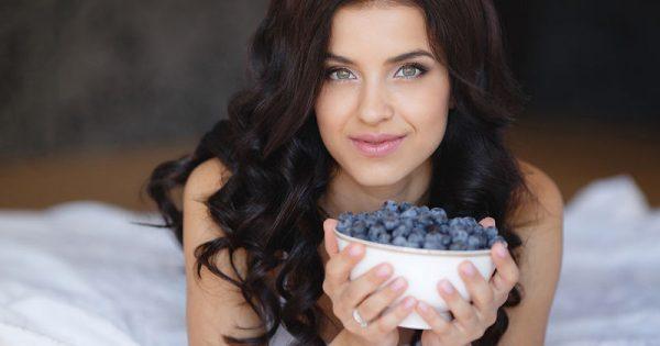 Οι 5 τροφές που νικούν τις φλεγμονές και αδυνατίζουν