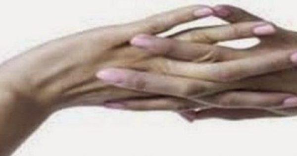 """Κάνεις """"κρακ"""" στα δάχτυλά σου; Πόσο αθώο είναι και τι μπορεί να προκαλέσει;"""