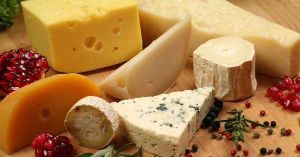 Τυρί: Από ποιες παθήσεις προστατεύει, πόσο πρέπει να τρώτε