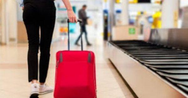 To έξυπνο κόλπο για να πάρεις τη βαλίτσα σου πρώτη από το διάδρομο αποσκευών