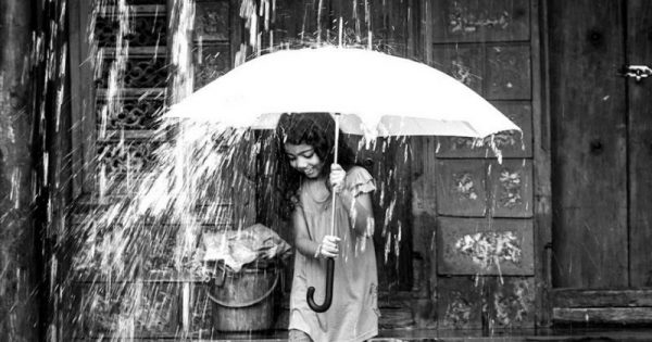 Πολλές καταιγίδες σας περιβάλλουν κλέβοντας την ευτυχία σας.