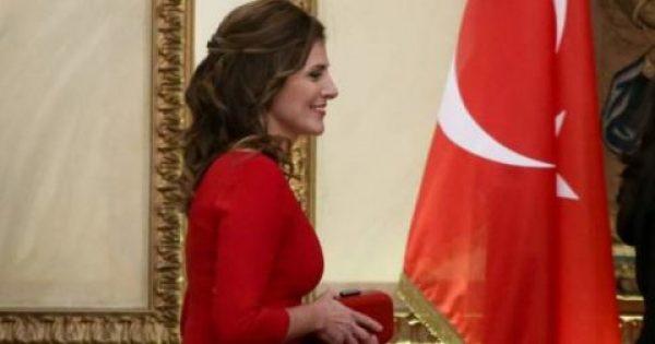 Στα κόκκινα η Περιστέρα στο Προεδρικό -Ασπρόμαυρα για την Εμινέ Ερντογάν