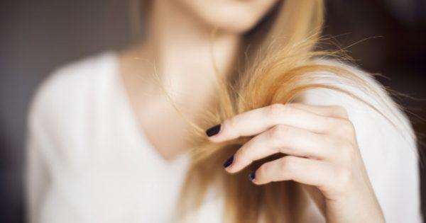 Ψαλίδα: Τρία κόλπα για να μην κόψετε τα μαλλιά σας!