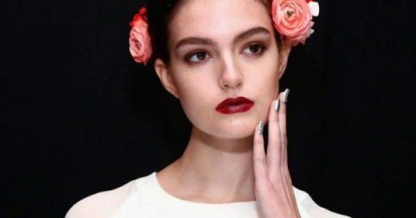 Δημιούργησε τα ωραιότερα make up looks μόνο με ένα κραγιόν
