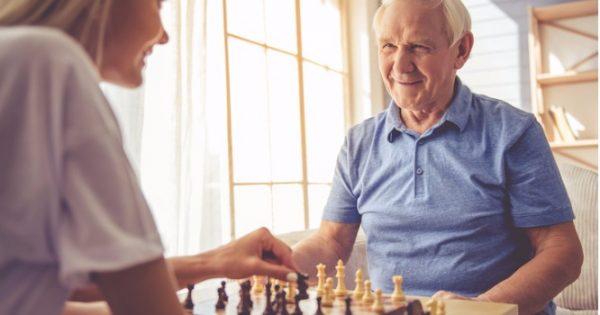 Αλτσχάιμερ: Τι αλλάζει ανάλογα με το επίπεδο μόρφωσης του καθενός – Τι βρήκαν οι επιστήμονες!