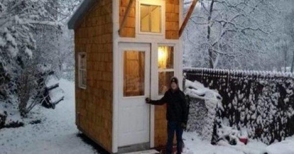 13χρονος έχτισε αυτό το μικροσκοπικό σπίτι, με μόλις 1.500€. Μόλις δείτε πως είναι από μέσα