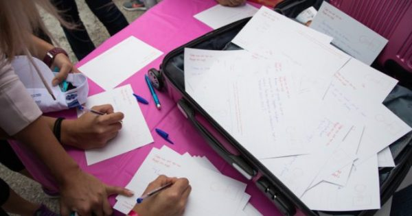 For Her: Με μια …Ροζ Βαλίτσα γεμάτη πληροφορίες και αγάπη για την γυναίκα