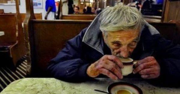 Ένας άντρας μπήκε σε ένα καφενείο, πήρε ένα καφέ και πλήρωσε τρεις! Ποιος είναι ο λόγος που θα σας κάνει να δακρύσετε;