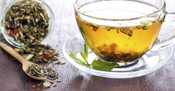 Γαστροοισοφαγική παλινδρόμηση (καούρα): Τι να πιείτε για να ηρεμήσει το στομάχι σας