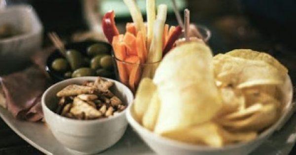 Τα 5 καλύτερα σνακ για τη βραδινή λιγούρα