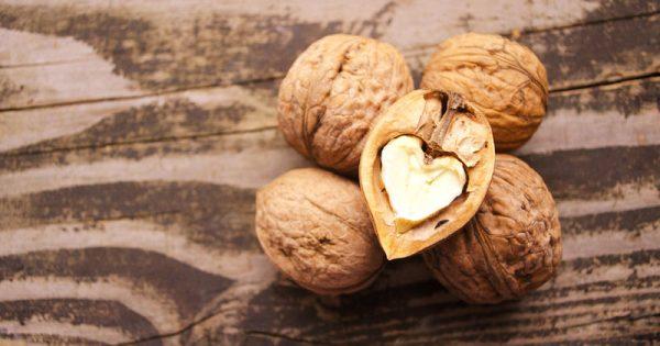 Κακή χοληστερίνη: Πόσα καρύδια να τρώτε την ημέρα για να τη ρίξετε