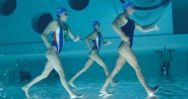 Αθλήτριες συγχρονισμένης κολύμβησης περπατούν κυριολεκτικά πάνω στο νερό