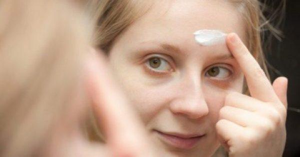 Σπυράκια στο πρόσωπο: Αυτή είναι η καλύτερη φυσική μάσκα