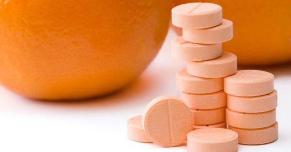 Βιταμίνη C: Με ποιες ασθένειες συνδέεται – Κίνδυνοι – Δοσολογία [vid]