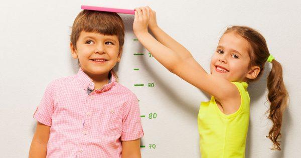 Σε ποια ηλικία σταματούν να ψηλώνουν τα αγόρια και σε ποια τα κορίτσια