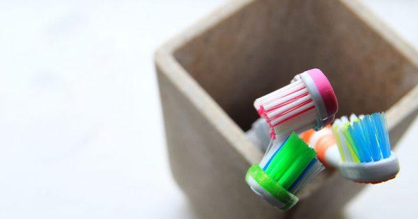 Πρωινή κακοσμία στόματος: 3 πιθανές αιτίες & 4 tips για να την αντιμετωπίσετε