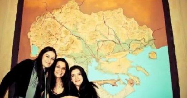 H γυναίκα του σκοπιανού πρέσβη ποζάρει μπροστά στον αλυτρωτικό χάρτη που περιλαμβάνει και την Ελλάδα
