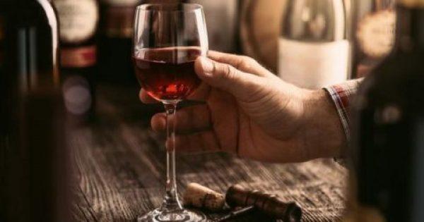 Αποτοξινωτικό το αλκοόλ για τον εγκέφαλο;