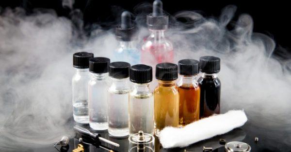 Τοξικές οι αρωματικές ουσίες στα ηλεκτρονικά τσιγάρα – Ποιες είναι οι πιο επικίνδυνες