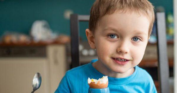 Πόσα αυγά επιτρέπεται να τρώνε τα παιδιά;