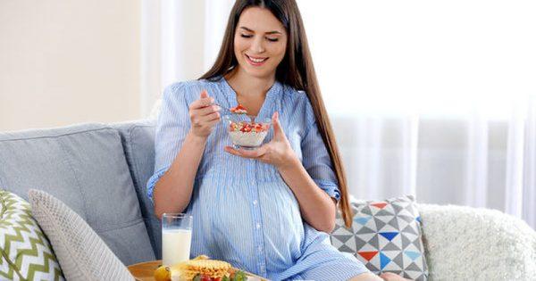 Διατροφή στην εγκυμοσύνη: «Έχω ναυτίες, τι πρέπει να τρώω και τι όχι;»